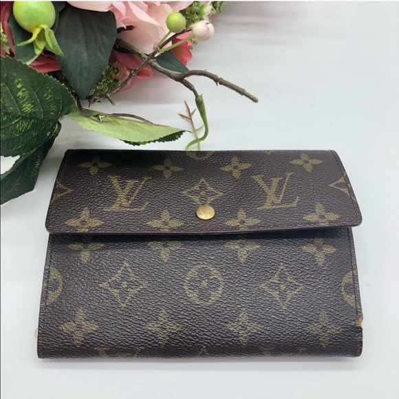 Louis Vuitton Handbags - Authentic Louis Vuitton monogram LV snap wallet